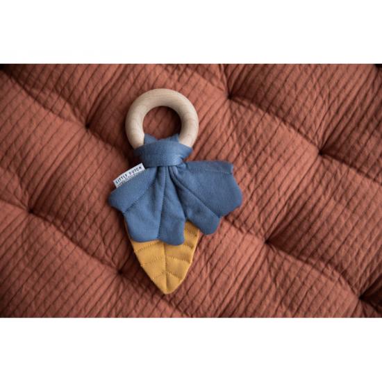 Listy na dřevěném kroužku modrá PURE & NATURE - Little Dutch